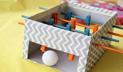 formas de reutilizar juguetes futbolin