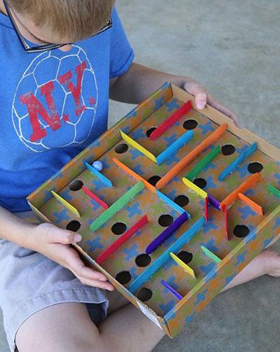 formas de reutilizar juguetes laberinto